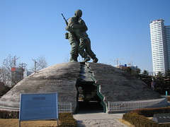 Statue of Brothers (Danny Nordentoft) Tags: korea korean southkorea rok koreans eastasia republicofkorea southkoreans southkorean koreanpeninsula