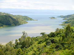 "lake kivu • <a style=""font-size:0.8em;"" href=""http://www.flickr.com/photos/62781643@N08/14810307327/"" target=""_blank"">View on Flickr</a>"