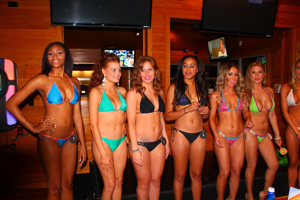 Hooters bikini contest video — pic 4