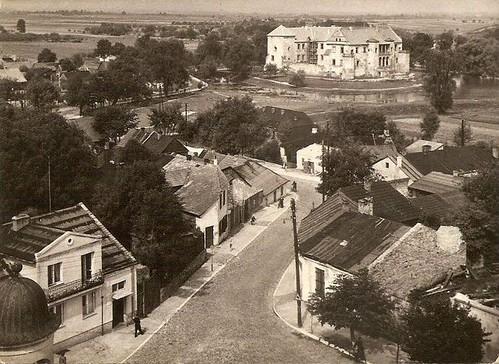 ul. Kąpielowa, z widokiem na Zamek Szydłowiecki z wieży ratuszowej 1965r. (fotopolska.eu)