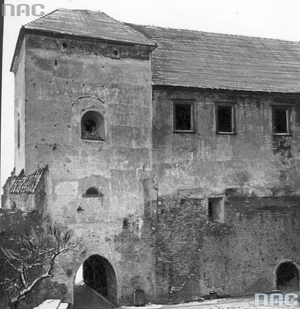 Dziedziniec szydłowieckiego zamku, II wojna światowa (NAC)