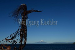 60072239 (wolfgangkaehler) Tags: 2016 southamerica southamerican latinamerica chile chilean southernchile town puertovaraschile view lakellanquihue lakedistrict osornovolcano lake mountain volcano waterfront art publicart sculpture sculptures metalart metalartwork metalsculpture metalsculptures woman