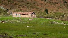 Cabaña (Oscar F. Hevia) Tags: cabaña piedra montaña pastores cottage cabin stone montana pastors asturias asturies principadodeasturias españa spain sanisidro paraísonatural principalityofasturias naturalparadise