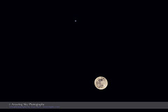 Moon Near Jupiter (Feb 23, 2016) (paulootavioce) Tags: 2016 conjunction february23 gibbousmoon jupiter composite telephoto