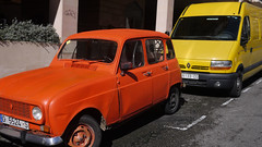 Renault 4 (Jusotil_1943) Tags: yellow furgon redcars red