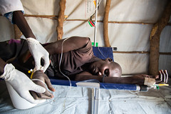 Food crisis in South Sudan (Albert Gonzalez Farran) Tags: food idp irc ocha wfp clinic displacedpeople displacement famine fooddistribution health humanitarianassistance humanitariancrisis hunger hungry malnutrition ganyiel panyijiarcounty southsudan