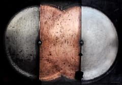 Oxidum (Aviones Plateados) Tags: canon eos550d rebel t2i kissx4 terrassa mnactec museudelaciènciaidelatècnica museum museo ciencia science oxidum oxide oxido òxid oxydatum abstract abstracto abstracte spheres circles dos two decay