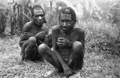 album2film173foto015 (Melanesian cultures) Tags: baliem baliemvallei sibil sibilvallei josdonkers eranotali wisselmeren papua irian jaya nieuwguinea ofm franciscanen minderbroeders missionaris