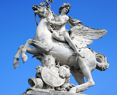 Statue at the entrance to the Tuileries garden (carpingdiem) Tags: paris statue tuilleries