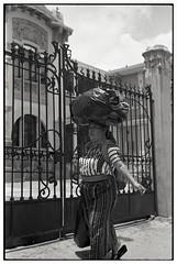* (Eugenio Garca.) Tags: leica kodak tmax streetphotography 400 28 m3 elmar fotocallejera v700 ilfosol