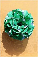 Felicit Stellata (Andrey Hechuev |  ) Tags: verde green canon origami vert grn  papiroflexia midori origamimodular  modularorigami  dobradura  kusudama virdis   zelena zeleno    verdo       papierfalten xanhlcy pliagedepapier papefolding  dobraduradepapel felict   origamimodulare  andriyx   andreyhechuev hechuev  hechuevandrey  felictstellata    seriesfelicit