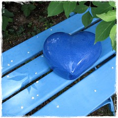 someone's lost their heart in the park (pix-4-2-day) Tags: park blue shadow sun green love leaves silhouette bench heart symbol blossoms bank grn blau sonne bltter schatten herz liebe blten pix42day