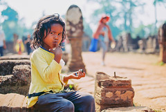 A Child Beggar in Front Banteay Srey Temple, Cambodia. (USAID_IMAGES) Tags: poverty usaid cambodia economicdevelopment extremepoverty globalpoverty