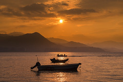 Three Boats (mikemikecat) Tags: sunset sea summer nature water clouds landscape hongkong scenery sony 夕陽 日落 skyblue magicmoment selfie 綺麗 wukaisha a7r 烏溪沙 sel2470z