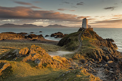 Castle on the Hill (mattwalkerncl) Tags: canon eos 6d full frame landscape seascape wales llanddwyn sunset golden lee benro