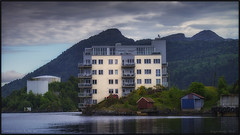 someone lives by the sea (Vardetangenfilm) Tags: houses sea mountains home by clouds himmel someone lives hus norwaybergen