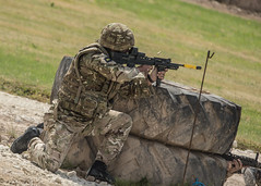 L85 (FerretFingers) Tags: rifle shooting kneeling tankmuseum bfa mtp cartridge sa80 bovington ejected 556mm emptycase tankfest sa80a2 fireposition