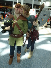 How to Train Your Dragon - Toothless (Plush), Hiccup, & Astrid DSC06117 (Prinny Fun Cosplay) Tags: cosplay astrid toothless hiccup animeexpo howtotrainyourdragon animeexpo2014 prinnyfuncosplay