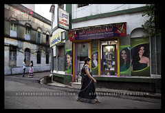 Kolkata Street Photography (Plabon Das) Tags: india streetphotography kolkata beautyparlour plabon northkolkata plabondas