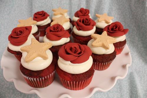 Starfish and roses cupcakes