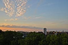 sunset in Leuven (Quinten Malfait) Tags: sunset sun sunlight leuven skyline clouds zonsondergang belgium appartement zon heverlee sintlambertus
