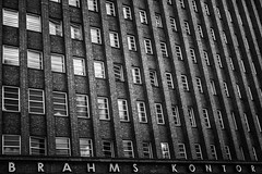 BRAHMS KONTOR (mahohn) Tags: windows bw abstract reflection monochrome architecture facade fenster hamburg spiegelung 32 fassade fujix10
