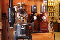 Oldschool Turkish Coffee Roaster (alar TRKMEN) Tags: coffee canon turkey trkiye machine oldschool roast blender konak kahve roaster tr izmir eski han kemeralt kapalar makine bakr kizlaragasi bedesten kavurma eos600d rebelt3i tc