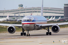 N39367 (Escursso) Tags: barcelona plane airplane airport wings spain bcn american catalunya boeing airlines aeroport aeropuerto aa avion 767 plataforma avio r25 b767 lebl 767323er n39367 elpratdelllobregat