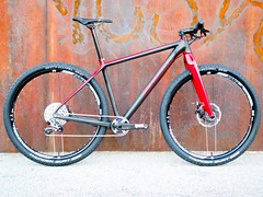 Konstructive_IOLITE_XX1_MTB_Ruby_Red_right_side