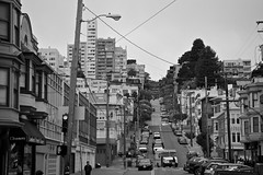 Funky Street (4oClock) Tags: life sanfrancisco california street city travel houses homes vacation bw usa white holiday black west cars tourism monochrome sunshine northerncalifornia america buildings mono nikon apartments traffic northwest north streetlife landmark icon tourist legendary september adventure american norcal nikkor iconic lombard attraction wiggle d90 2013 18105mm nwa13