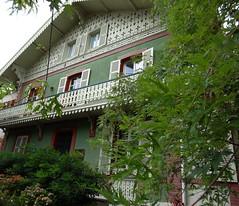 Vichy (Cherryl.B) Tags: vichy allier auvergne chalet maison empereur napoléon balcon fenêtre tourisme