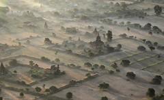 Balloons over Bagan (13) (Guy GRADOT) Tags: birmanie burma myanmar bagan pagan balloonsoverbagan ballon montgolfiere balloon irrawady pagode survolbagan guy gradot
