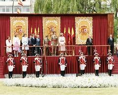 Desfile del Día de las Fuerzas Armadas, 1983 (Archivo Municipal de Burgos) Tags: desfile familiareal juancarlosi fuerzasarmadas reinasofía infantacristina infantaelena príncipefelipe alabarderos