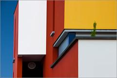 Rennes - Quartier Jacques Cartier (III) (Hervé Marchand) Tags: blue red sky white building yellow architecture colours couleurs bretagne minimal rennes immeuble urbain