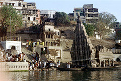 22-844 (ndpa / s. lundeen, archivist) Tags: houses people india house color building men film architecture swimming swim 35mm buildings river boats temple 22 boat women indian nick steps wash varanasi bathe watersedge bathing 1970s riverbank umbrellas kashi washing allrightsreserved ganga hindutemple ganges ghats banaras parasols benares ghat dewolf riversedge shivatemple uttarpradesh northernindia leaningbuilding nickdewolf photographbynickdewolf submergedtemple tiltedtemple reel22 thenickdewolffoundation imageuserequestsarewelcomeviaflickrmailornickdewolfphotoarchiveatgmaildotcom