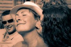 Portrait (Bertrand Spycher) Tags: portrait femme amies douceur complice bise bisous