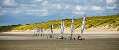 Voiles en approche (Alexandre LAVIGNE) Tags: sport dunes ciel nuages paysage plage picardie entrainement baiedesomme charàvoile borddemer quendplage saintquentinentourmont louisengival scènedeplage pentaxk3 format2351 smcpentaxda12850135mmsdm