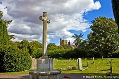 War Memorial & St Mary's Cardington (Rob Felton) Tags: church cemetery graveyard bedford bedfordshire felton warmemorial stmarys cardington robertfelton