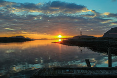 Sonnenuntergang Norwegen (MaRo Fotoart) Tags: blue sunset sky cloud yellow norway norge twilight meer loneliness sonnenuntergang sundown skandinavien picture norwegen himmel wolken gelb fjord dmmerung blau bild einsamkeit stimmung reise idylle landingstage ruhe bootssteg