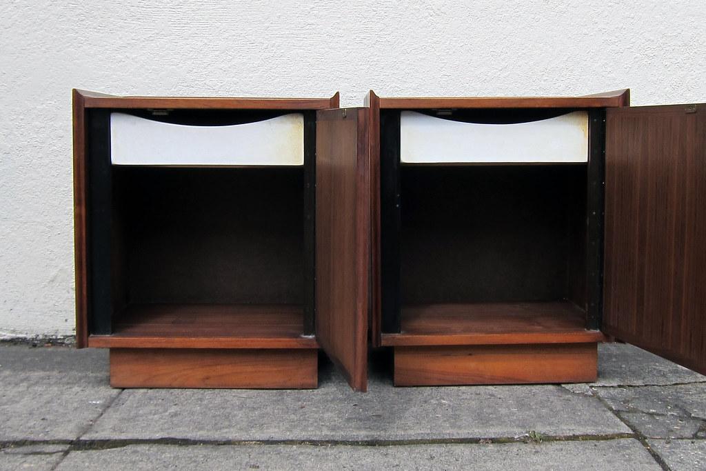 Dillingham Esprit Walnut Nightstands (Sheep Chase Vintage) Tags: Wood  Modern Bar Vintage Mod
