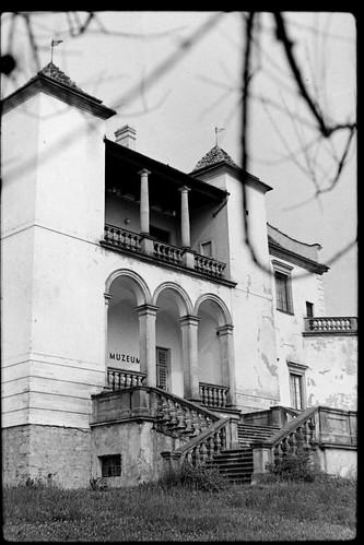 Zamek Szydłowiecki, widok od strony Muzeum Ludowych Instrumentów Muzycznych, lata 80 - te, XXw.