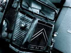 Citroën H-van, London (maxrevellation) Tags: blackandwhite van classic citroen hvan london vintage historic french france truck blackwhite bw patina rust corrugated chevron