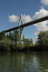Poyabrücke  bzw. Poya - Brücke ( Strassenbrücke - Hängebrücke - Brücke - Bridge - Pont => Eröffnung am 11. Oktober 2014 => Länge 851,6 m - Höhe über Saane 70m ) über der Saane - Sarine ( Fluss - River ) im Kanton Freiburg - Fribourg in der Schweiz (chrchr_75) Tags: chriguhurnibluemailch christoph hurni schweiz suisse switzerland svizzera suissa swiss kantonfreiburg kantonfribourg gummiboottour chrchr chrchr75 chrigu chriguhurni 1406 juni 2014 hurni140630 albumsaane saane sarine juni2014 albumhängebrückenderschweiz bridge silta pont ponte 橋 brug puente hängebrücke seilbrücke hængebro suspension riippusilta suspendu sospeso サスペンションブリッジ hangbrug hengebru most wiszący pênsil pod sveitsi sviss スイス zwitserland sveits szwajcaria suíça suiza poyabrücke poya freiburg schrägseilbrücke brücke üechtland kanton fribourg