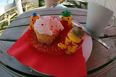 Toybox 2014 - Cupcake Munching (cazphoto.co.uk) Tags: cake pier suffolk tea hats sunny fisheye domo sombrero domokun starry felixstowe flakey 080614 travellingdomo sunnytrekkerdomo canoneos5dmkiii canon815mmfisheyeeff4lusm toybox2014 toyboxjun2014