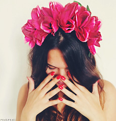 When you say nothing........ (nanettesol) Tags: flowers portrait flores smile hands chica retrato manos nails sorriso sonrisa ritratto silencio morena ragazza uas timida hais