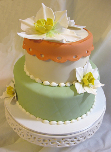 Narcissus Flowers Spring Wedding Cake