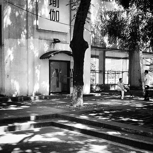 #bnw_captures #bnw_life #bnw_shot #bnw #bw #bw_society #monochrome #blackandwhite #blackandwhitephotography #streetbw #streetscenes #street #streetphotography #worldcaptures #the_bestbw #thecity_life #bnwlife_member #photojournalist #streetphoto_bw #bnw_d