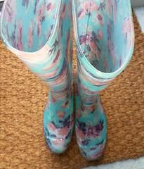 Im Treppenaus bei Freunden (yvonne_2.0) Tags: wet colourful welly wellies farbig rubberboots gummistiefel wellingtons gumboots nass laarzen feucht wellworn gummistövlar