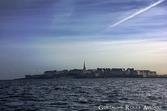 Saint-malo par la mer (guillaume_roger_aussant) Tags: light sea en mer jardin grand ciel sortie bateau voile phare saintmalo corde ocan