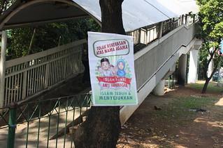 Poster Islam Damai di Jembatan Penyeberangan Grogol